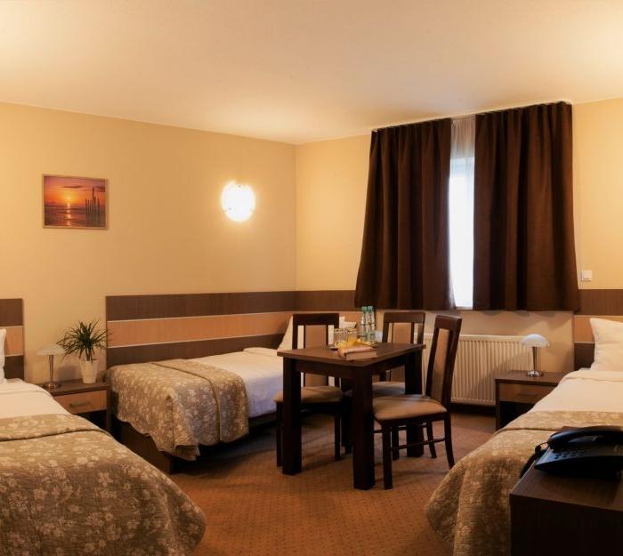 pokój trzyosobowy w hotelu