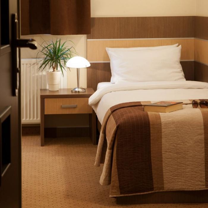 pokój jednoosobowy w hotelu