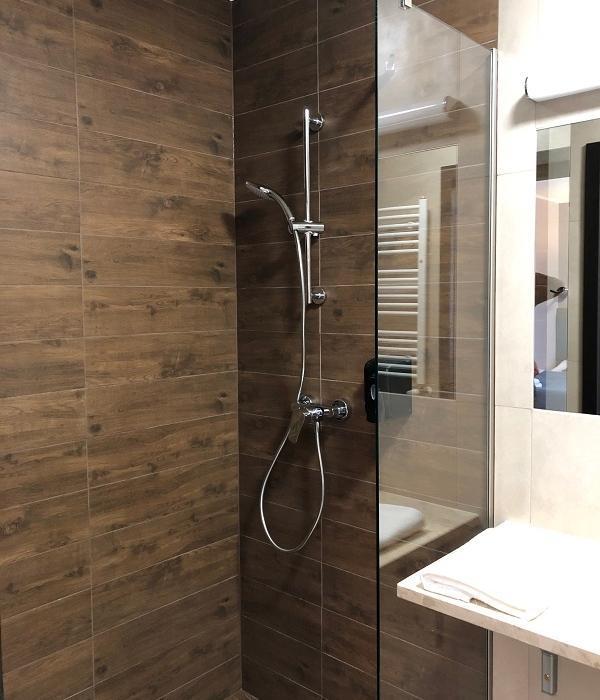 łazienka w pokoju dwuosobowym comfort