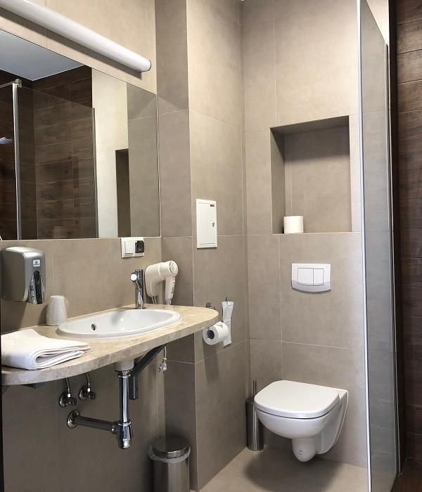 łazienka comfort w pokoju hotelowym