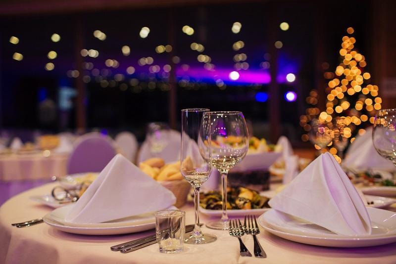 Kameralne przyjęcie rodzinne w restauracji. Jak je zorganizować?