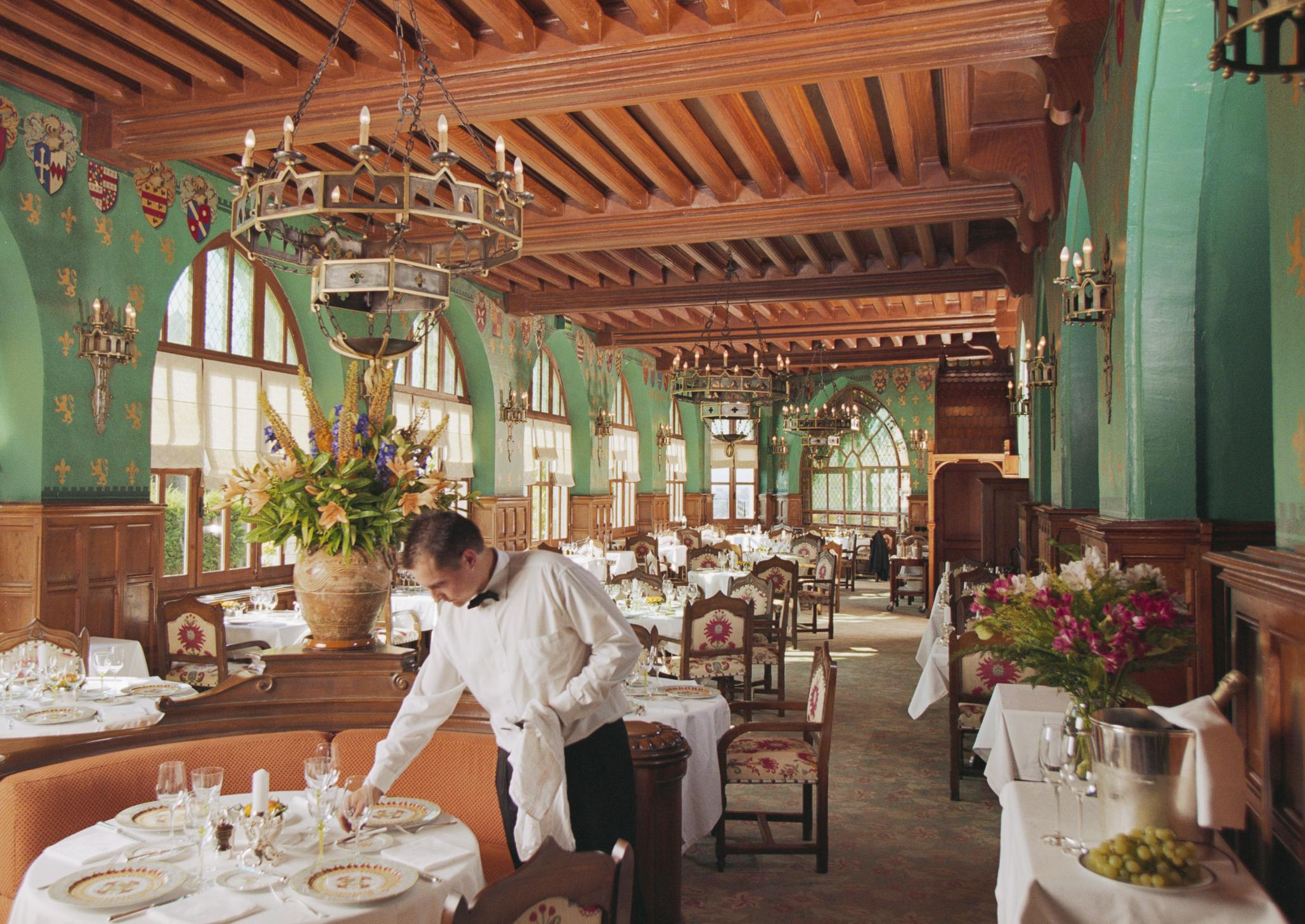 Dlaczego warto wybrać hotel z własną restauracją?